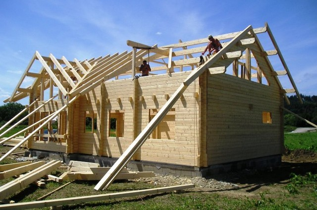 Krov srubového domu
