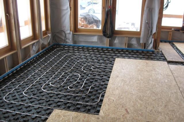 Podlahové topení ve srubu