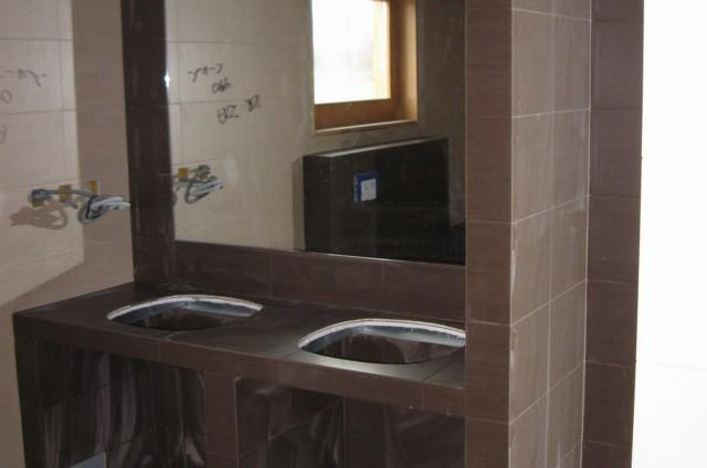 Obkládání koupelny ve srubu