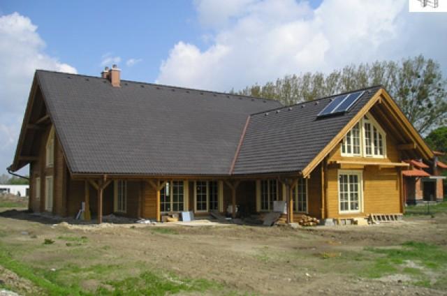 Průběh výstavby srubového domu