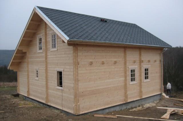 Průběh stavby podkrovního srubového domu Beroun