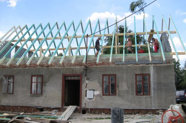 Tesařské, pokrývačské a další stavební práce