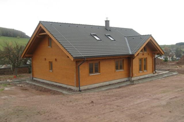 Vyrovnávání terénu kolem srubového domu