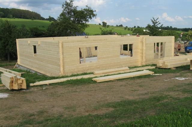 Montáž srubového domu