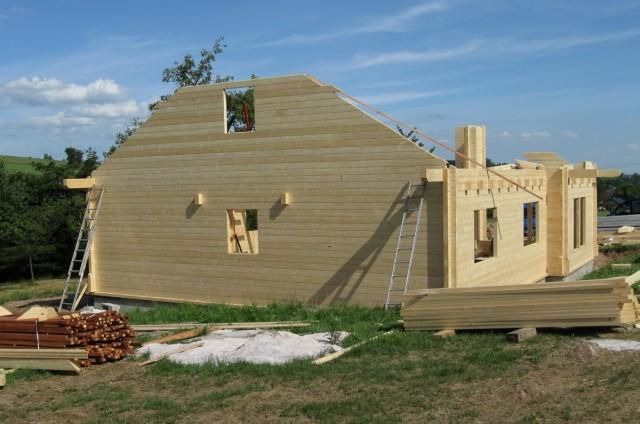 Štítová stěna srubového domu