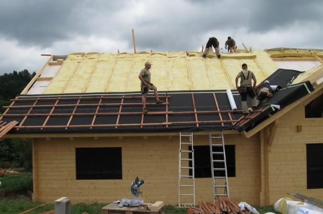 Zateplování střechy srubového domu
