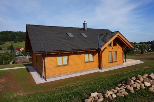 Dokončený srubový dům