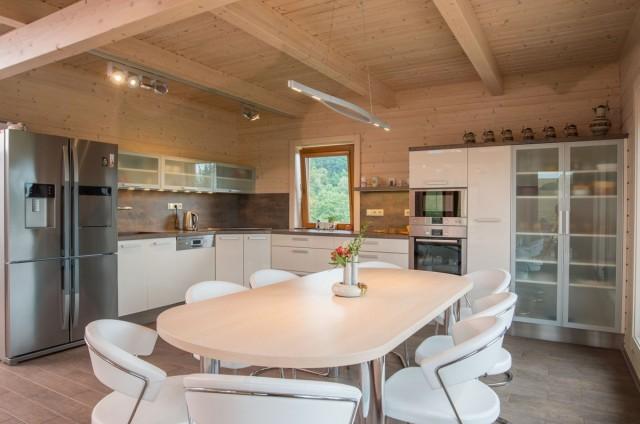 Kuchyně a jídelní kout srubu