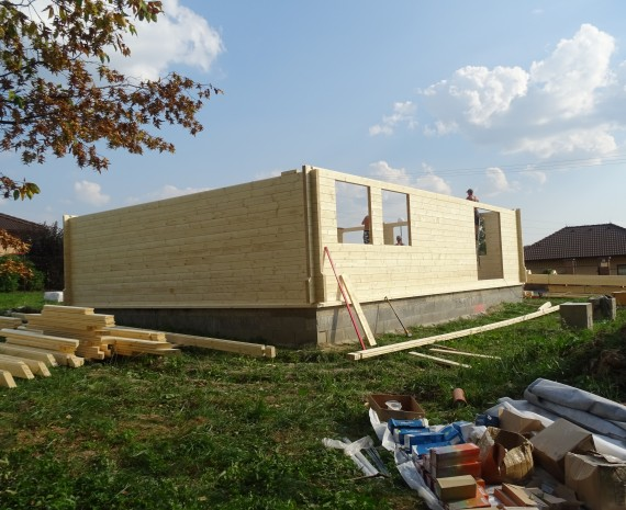 Dřevěný dům s proskleným štítem Náchod