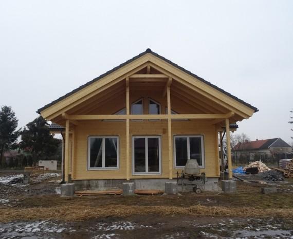 Osazení oken na srubový dům
