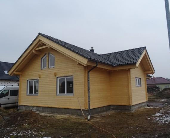 Osazení oken na srubový dům - zadní pohled