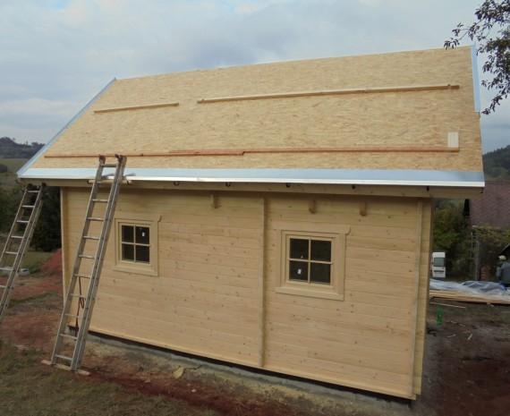 Oplechování střechy víkendového srubu