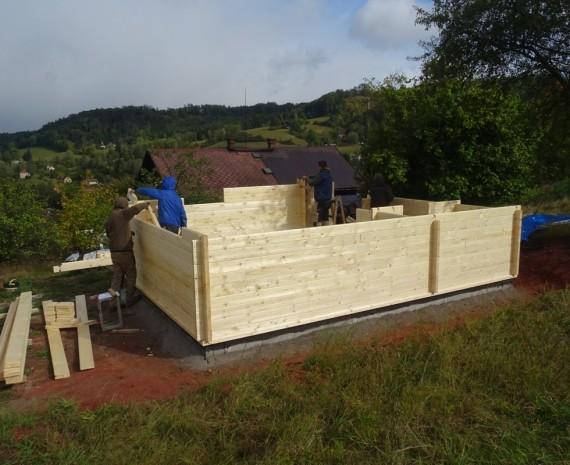 Začátek stavby víkendového srubu