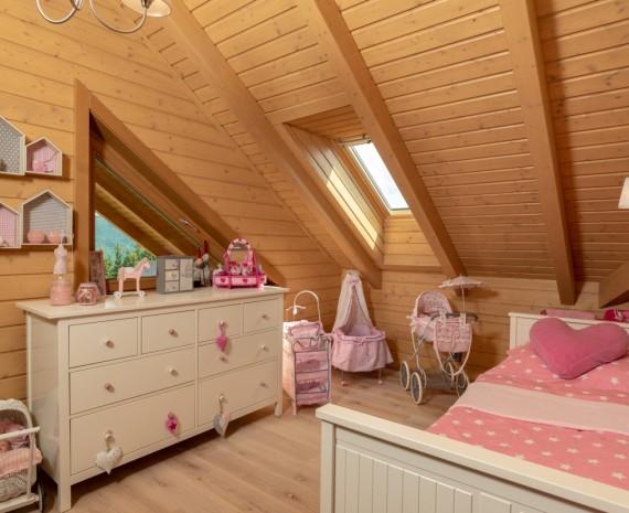 Dětský pokoj v podkroví srubu