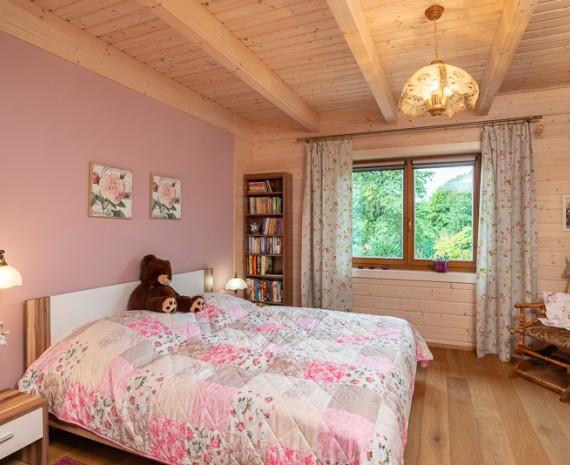 Pokoj pro hosty ve srubovém domě