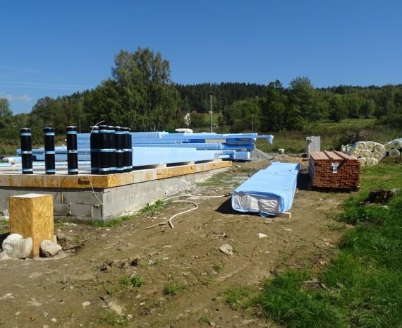 Materiál na stavbu přízemního srubu