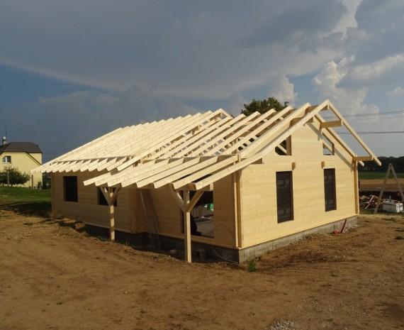 Srubový dům a hotový krov