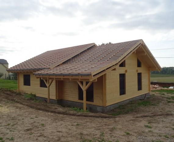 Srubový dům a zastřešená terasa