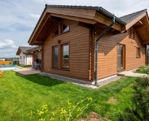 Srubový bungalov